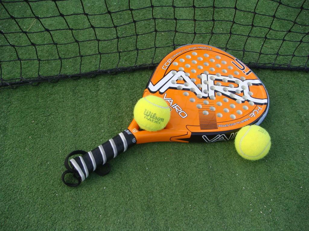 Een padel racket